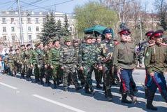 Groep cossacks maart op parade Royalty-vrije Stock Afbeeldingen