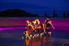 Groep dansers op het stadium van het theater van Vittoriale ` s stock afbeelding