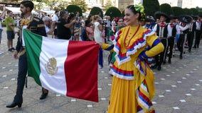 Groep dansers van Mexico in traditioneel kostuum stock videobeelden