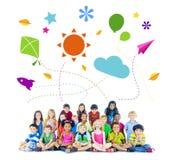 Groep de Multi-etnische Vrolijke Activiteiten van Kinderenkinderjaren stock fotografie