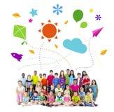 Groep de Multi-etnische Vrolijke Activiteiten van Kinderenkinderjaren royalty-vrije stock foto's