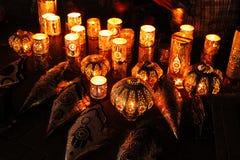 Groep decoratieve lampen die mysticuslicht geven Stock Fotografie