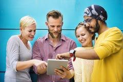 Groep die Mensen Internet-Concept doorbladeren royalty-vrije stock fotografie