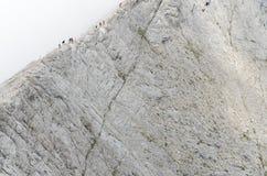 Groep die mensen op de rand van Koncheto-rand lopen Stock Foto