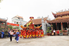 Groep die mensen traditionele festivallen bijwonen Royalty-vrije Stock Foto's