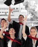 Groep die mensen van Universiteit een diploma behaalt Royalty-vrije Stock Afbeeldingen