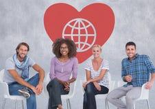 Groep die mensen voor Hart met de liefdadigheid van de wereldbol zitten Royalty-vrije Stock Afbeelding