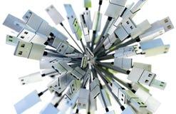 Groep die USB-kabels een gebied in groen en blauw licht vormen Stock Foto's