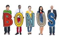 Groep Diverse Word van de Mensenholding Bonus royalty-vrije stock foto's