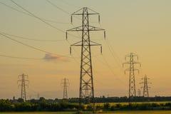 Groep elektriciteitspylonen Stock Foto's