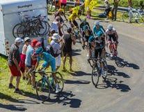 Groep Fietsers op Col. du Grand Colombier - Ronde van Frankrijk 201 Stock Foto's