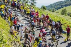 Groep Fietsers op Col. du Grand Colombier - Ronde van Frankrijk 201 Stock Afbeelding
