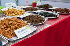 Groep gebraden insect in Thaise restaurants Stock Foto