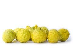 Groep Gele bergamot op witte achtergrond Royalty-vrije Stock Fotografie