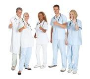 Groep gelukkige artsen met omhoog duimen Royalty-vrije Stock Afbeeldingen