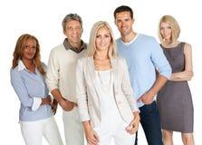 Groep gelukkige bedrijfsdiemensen op wit worden geïsoleerd Stock Fotografie