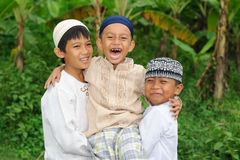 Groep Gelukkige Jonge geitjes in openlucht Royalty-vrije Stock Foto's