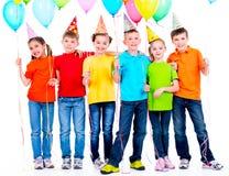 Groep gelukkige kinderen met ballons Stock Afbeelding
