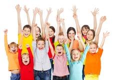 Groep gelukkige kinderen van verschillende leeftijden stock afbeelding