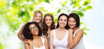 Groep gelukkige verschillende vrouwen in wit ondergoed royalty-vrije stock foto's