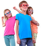 Groep gelukkige vrienden die oogglazen dragen die over wit wordt geïsoleerd Royalty-vrije Stock Afbeeldingen
