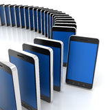 Groep generische smartphones met één die duidelijk uitkomen Royalty-vrije Stock Afbeelding