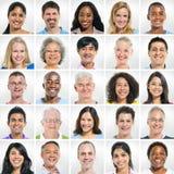 Groep Glimlachende Mensen op een rij Royalty-vrije Stock Afbeelding