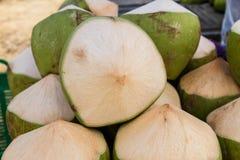Groep groene kokosnoten Stock Afbeeldingen
