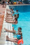 Groep gymnastiekmensen in een thermisch zwembad, in Harkany, Hongarije royalty-vrije stock foto