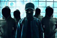 Groep hakker in computerzaal stock afbeelding