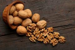 Groep heerlijke noten in een kom Stock Foto