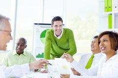 Groep het bedrijfsmensen samenkomen stock afbeelding