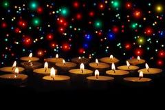 Groep het branden van kaarsen op zwarte achtergrond Stock Fotografie