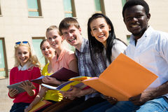 Groep het universitaire studenten bestuderen Royalty-vrije Stock Foto's