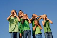 Groep jonge geitjes het schreeuwen Stock Fotografie