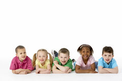 Groep Jonge Kinderen in Studio Royalty-vrije Stock Foto's
