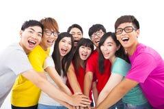 Groep jongeren met handen samen Stock Foto