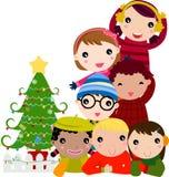 Groep kinderen en Kerstmisboom Stock Fotografie