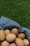 Groep kippeneieren in een mand Royalty-vrije Stock Afbeelding