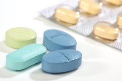 Groep kleurrijke geneeskundepillen Royalty-vrije Stock Foto's