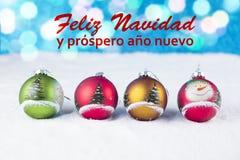 Groep kleurrijke Kerstmisballen met tekst in het Spaans Stock Foto