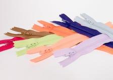 Groep Kleurrijke Ritssluitingen Stock Fotografie