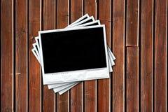 Groep lege oude polaroids over houten achtergrond Royalty-vrije Stock Fotografie