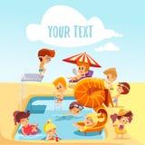 Groep leuke kleine kinderen die rond van zwembad spelen Stock Foto