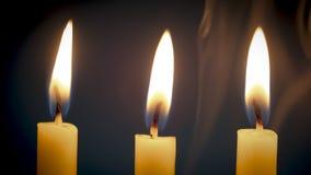 Groep licht van de stilleven het gouden kaars met rook over donkere bedelaars Royalty-vrije Stock Afbeelding