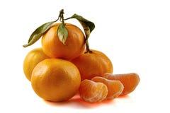 Groep mandarijnen op wit Stock Afbeeldingen