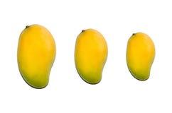 Groep mango op witte achtergrond Stock Afbeelding