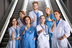 Groep medische studenten in universiteit royalty-vrije stock fotografie