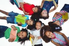 Groep meisjes die boeken lezen Royalty-vrije Stock Foto