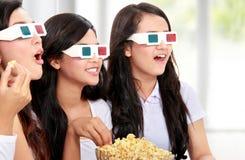 Groep meisjes die op de film letten Stock Afbeelding